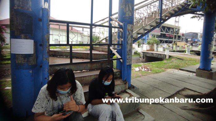 FOTO: Dianggap Membahayakan JPO di Jalan Jenderal Sudirman Pekanbaru Ini Ditutup - foto_dianggap_membahayakan_jpo_di_jalan_jenderal_sudirman_pekanbaru_ini_ditutup_2.jpg