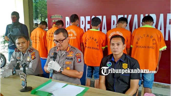 FOTO: Dua Kurir Narkoba Asal Aceh Berhasil Diringkus Polresta Pekanbaru di Riau - foto_dua_kurir_narkoba_asal_aceh_berhasil_diringkus_polresta_pekanbaru_2.jpg