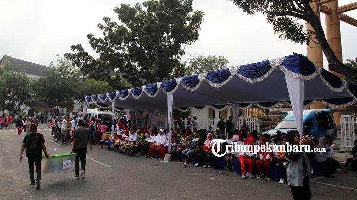 FOTO: Edukasi BBPOM di Kawasan HBKB Pekanbaru - foto_edukasi_bbpom_di_kawasan_hbkb_pekanbaru_2.jpg