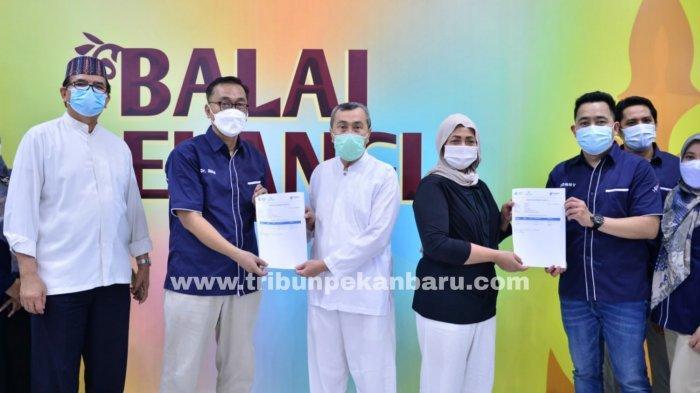 FOTO: Gubernur Riau Syamsuar dan Istri Jalani Penyuntikan Vaksin Tahap ke II - foto_gubernur_riau_syamsuar_dan_istri_jalani_penyuntikan_vaksin_tahap_ke_ii_3.jpg
