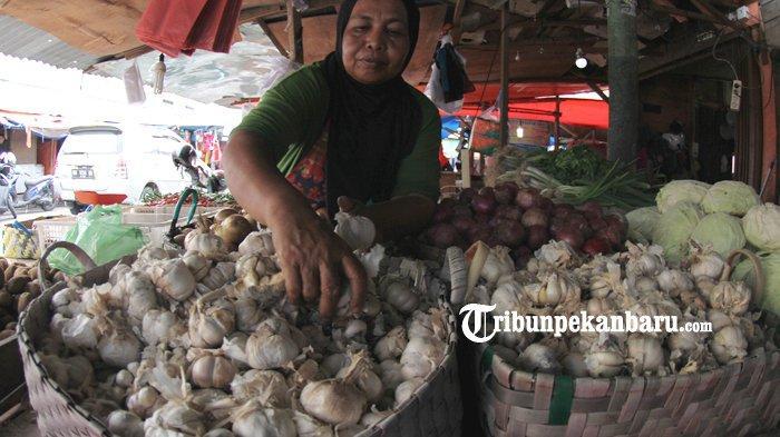 Pengrajin Kerupuk Bawang di Inhu, Riau Menjerit, Harga Bawang Putih Meroket, UMKM Terancam