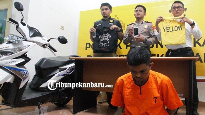 FOTO: Inilah Tersangka Jambret di Pekanbaru yang Videonya Viral di Medsos Saat Dihajar Massa - foto_inilah_tersangka_jambret_di_pekanbaru_yang_videonya_viral_di_medsos_saat_dihajar_massa_1.jpg