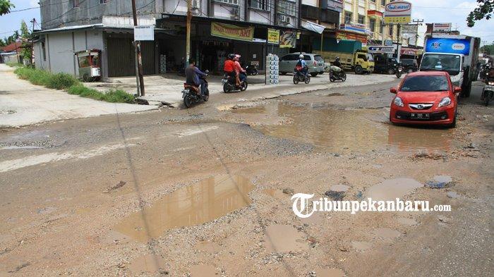 Jalan Rusak Capai 1385 Titik, Walikota Pekanbaru Akui Rusaknya Parah dan Perbaikan Belum Optimal