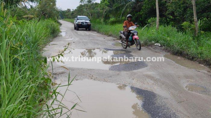 FOTO: Jalan Payung Sekaki Pekanbaru Rusak Parah - foto_jalan_payung_sekaki_pekanbaru_rusak_parah_1.jpg