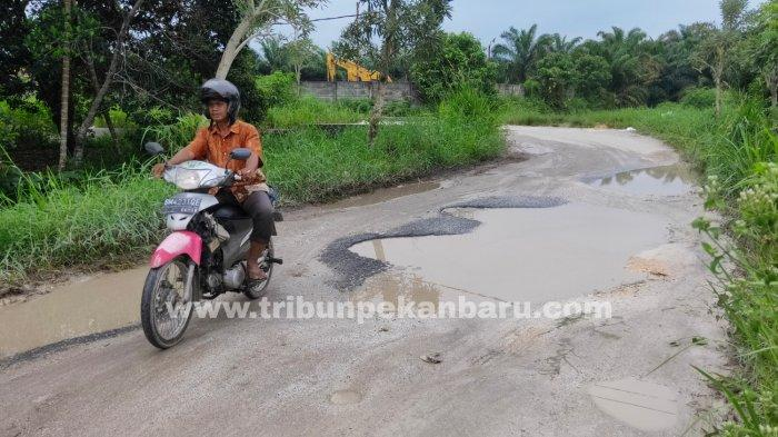 FOTO: Jalan Payung Sekaki Pekanbaru Rusak Parah - foto_jalan_payung_sekaki_pekanbaru_rusak_parah_3.jpg