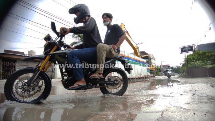 FOTO: Jalan Rusak Bekas Galian Perpipaan Limbah di Kota Pekanbaru - foto_jalan_rusak_bekas_galian_perpipaan_limbah_di_kota_pekanbaru_1.jpg