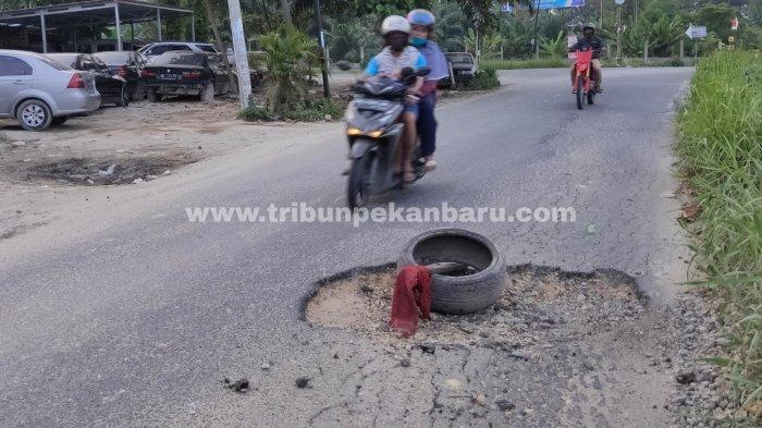 FOTO: Jalan Rusak di Jalan Srikandi Pekanbaru - foto_jalan_rusak_di_jalan_srikandi_pekanbaru_1.jpg