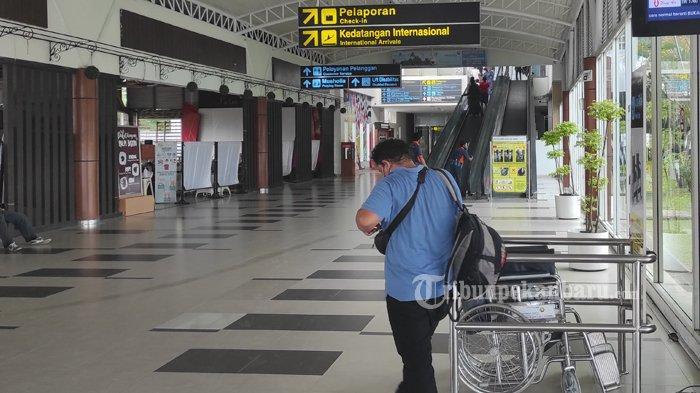 FOTO: Jelang Larangan Mudik, Bandara SSK II Pekanbaru Terlihat Sepi - foto_jelang_larangan_mudik_bandara_ssk_ii_pekanbaru_terlihat_sepi_1.jpg