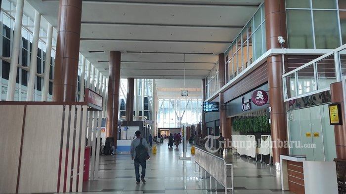 FOTO: Jelang Larangan Mudik, Bandara SSK II Pekanbaru Terlihat Sepi - foto_jelang_larangan_mudik_bandara_ssk_ii_pekanbaru_terlihat_sepi_3.jpg