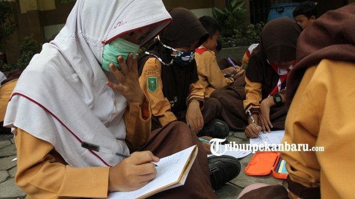 Belasan Ribu Orang di Riau Kena ISPA karena Kabut Asap, Diskes Belum Rekomendasikan Libur Sekolah