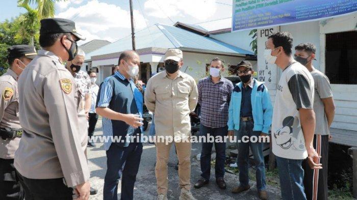 FOTO: Kapolda Riau Tinjau Pelaksanaan PPKM Mikro di Dua Kelurahan Kota Pekanbaru - foto_kapolda_riau_tinjau_pelaksanaan_ppkm_mikro_di_dua_kelurahan_kota_pekanbaru_1.jpg