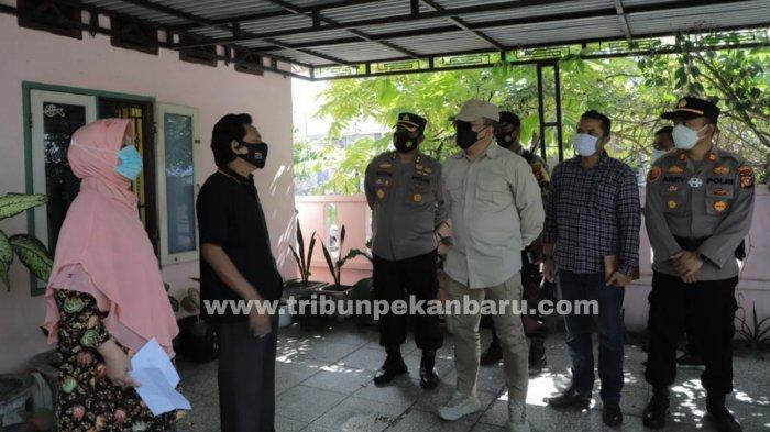 FOTO: Kapolda Riau Tinjau Pelaksanaan PPKM Mikro di Dua Kelurahan Kota Pekanbaru - foto_kapolda_riau_tinjau_pelaksanaan_ppkm_mikro_di_dua_kelurahan_kota_pekanbaru_2.jpg