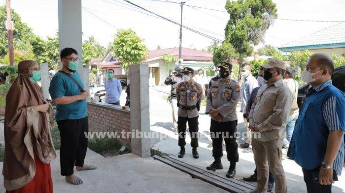 FOTO: Kapolda Riau Tinjau Pelaksanaan PPKM Mikro di Dua Kelurahan Kota Pekanbaru - foto_kapolda_riau_tinjau_pelaksanaan_ppkm_mikro_di_dua_kelurahan_kota_pekanbaru_3.jpg