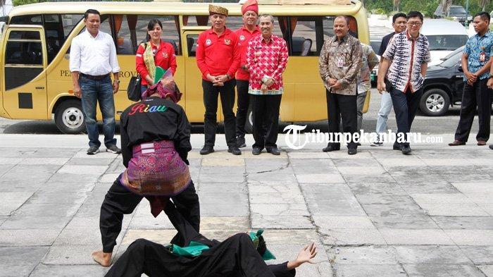 FOTO: Ketua Umum PSSI Tinjau Stadion Utama Riau - foto_ketua_umum_pssi_tinjau_stadion_utama_riau_1.jpg