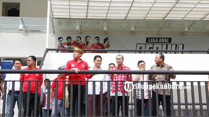 FOTO: Ketua Umum PSSI Tinjau Stadion Utama Riau - foto_ketua_umum_pssi_tinjau_stadion_utama_riau_2.jpg