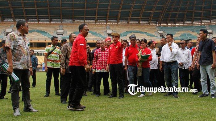 FOTO: Ketua Umum PSSI Tinjau Stadion Utama Riau - foto_ketua_umum_pssi_tinjau_stadion_utama_riau_3.jpg