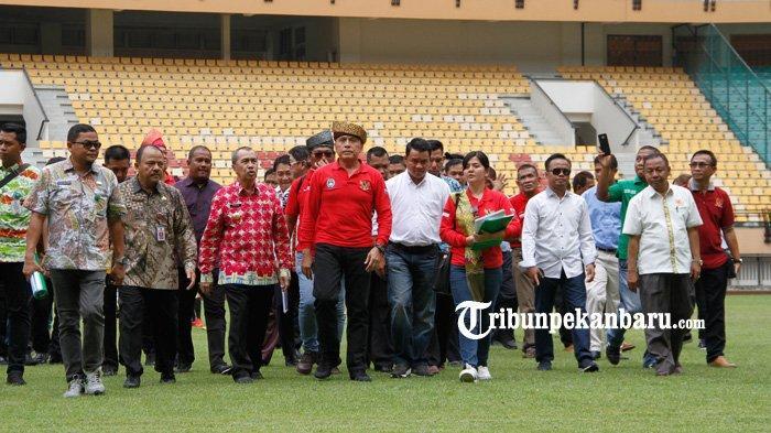 FOTO: Ketua Umum PSSI Tinjau Stadion Utama Riau - foto_ketua_umum_pssi_tinjau_stadion_utama_riau_4.jpg