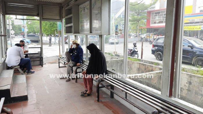 FOTO: Kondisi Halte Bus TMP Depan RS Awal Bros Pekanbaru Makin Memprihatinkan - foto_kondisi_halte_bus_tmp_depan_rs_awal_bros_pekanbaru_makin_memprihatinkan_3.jpg
