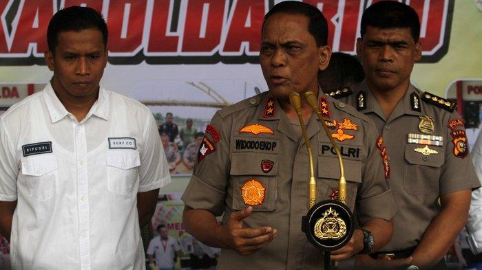 FOTO: Konfrensi Pers Terkait Pengrusakan Baliho Partai di Pekanbaru - foto_konfrensi_pers_pengrusakan_baliho_partai_di_pekanbaru_1.jpg