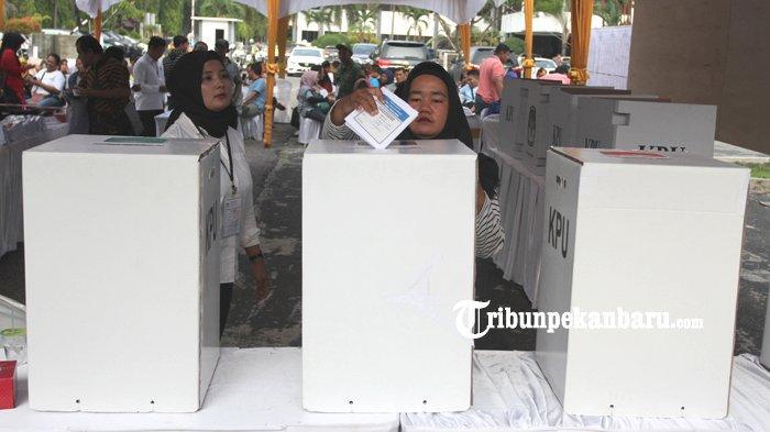 FOTO: KPU Riau Gelar Simulasi Pemungutan dan Penghitungan Suara Pemilu 2019 - foto_kpu_riau_gelar_simulasi_pemungutan_dan_penghitungan_suara_pemilu_2019_4.jpg