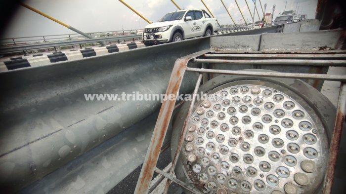 FOTO: Lampu LED di Jembatan Siak IV Pekanbaru Belum Diganti - foto_lampu_led_di_jembatan_siak_iv_pekanbaru_belum_diganti_1.jpg