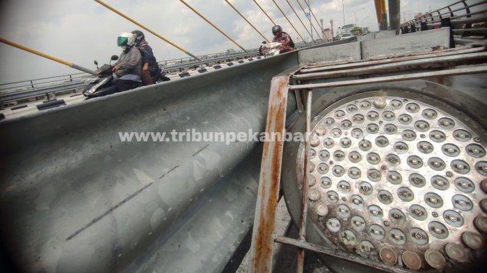 FOTO: Lampu LED di Jembatan Siak IV Pekanbaru Belum Diganti - foto_lampu_led_di_jembatan_siak_iv_pekanbaru_belum_diganti_3.jpg