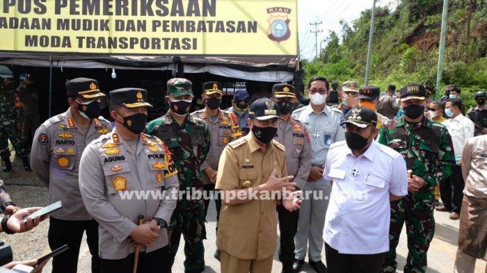 FOTO: Larangan Mudik di Riau, Kapolda Tinjau Pos Penyekatan Perbatasan di Kampar - foto_larangan_mudik_di_riau_kapolda_tinjau_pos_penyekatan_perbatasan_di_kampar_1jpg.jpg