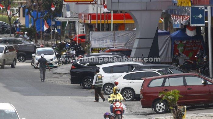 FOTO: Layanan Parkir di Pekanbaru Masih Sistem Tunai - foto_layanan_parkir_pinggir_jalan_di_pekanbaru_masih_sistem_tunai_1.jpg