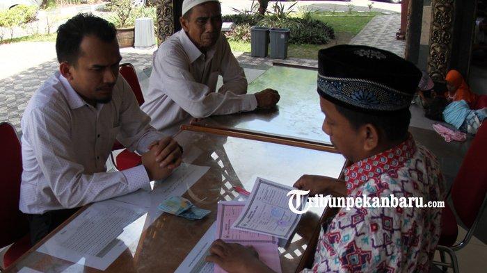 FOTO: Membayar Zakat Fitrah di Masjid Ar Rahman Pekanbaru - foto_membayar_zakat_fitrah_di_masjid_ar_rahman_pekanbaru_3.jpg