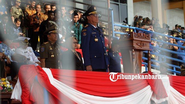 FOTO: Mendagri Pimpin Upacara HUT Damkar di Stadion Kaharudin Nasution Pekanbaru - foto_mendagri_pimpin_upacara_hut_damkar_di_stadion_kaharudin_nasution_pekanbaru_1.jpg