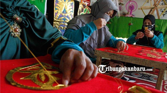 FOTO: Mengenal Tekat, Sulaman Khas Melayu Riau - foto_mengenal_tekat_sulaman_khas_melayu_riau_1jpg.jpg
