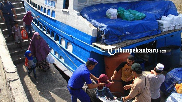 1390 Penumpang Padati Pelabuhan Sungai Duku pada Hari Pertama Puncak Arus Balik lLbaran 2019