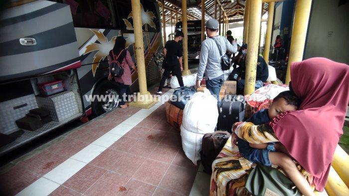 FOTO: Mudik Lebih Awal Guna Menghindari Larangan Mudik di Pekanbaru - foto_mudik_lebih_awal_guna_menghindari_larangan_mudik_di_pekanbaru_2jpg.jpg