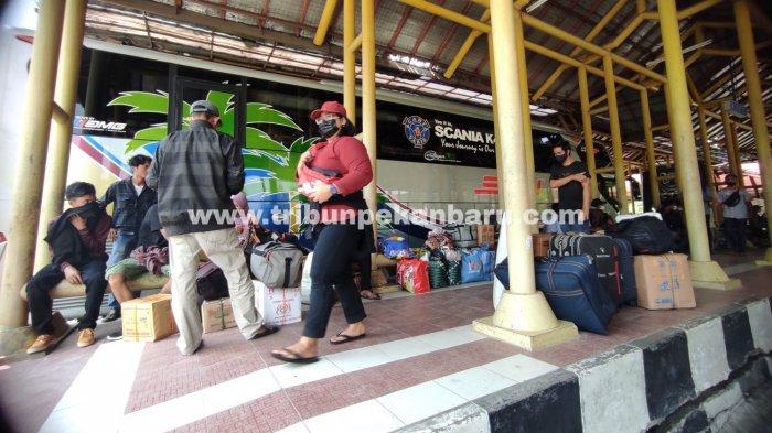 FOTO: Mudik Lebih Awal Guna Menghindari Larangan Mudik di Pekanbaru - foto_mudik_lebih_awal_guna_menghindari_larangan_mudik_di_pekanbaru_3jpg.jpg