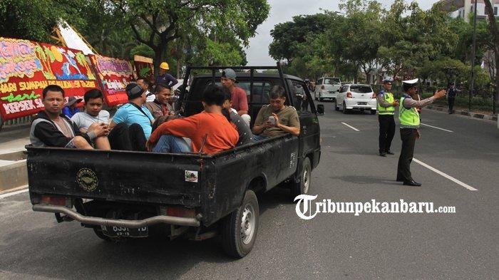 FOTO: Operasi Zebra di Jalan Sudirman, Pelanggar Lalin Diberi Tausiah Oleh Ustadz - foto_operasi_zebra_di_jalan_sudirman_pelanggar_lalin_diberi_tausiah_oleh_ustadz_2.jpg