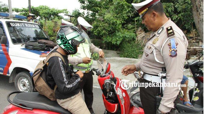 FOTO: Operasi Zebra Muara Takus 2019 di Jalan Arifin Ahmad di Pekanbaru - foto_operasi_zebra_muara_takus_2019_di_jalan_arifin_ahmad_di_pekanbaru_2.jpg