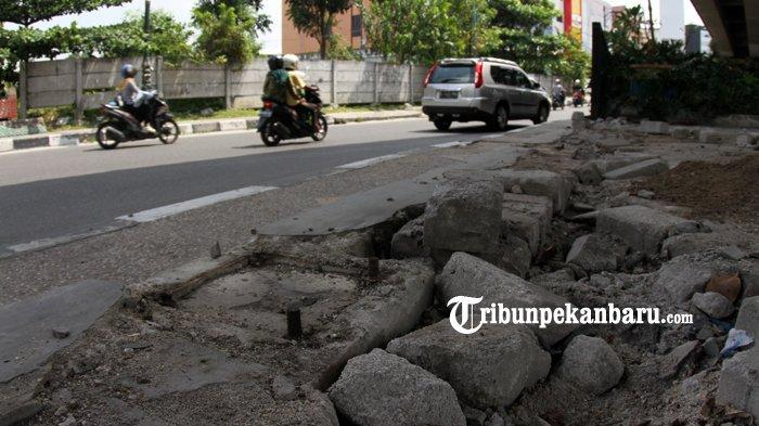 FOTO: Pagar Besi di Bawah Flyover Jalan Sudirman Pekanbaru Hilang - foto_pagar_besi_di_bawah_flyover_jalan_sudirman_pekanbaru_hilang_1.jpg