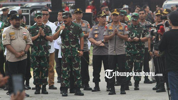 FOTO: Panglima dan Kapolri Tinjau Posko Relawan Karhutla di Purna MTQ Pekanbaru - foto_panglima_dan_kapolri_tinjau_posko_relawan_karhutla_di_purna_mtq_pekanbaru_1.jpg