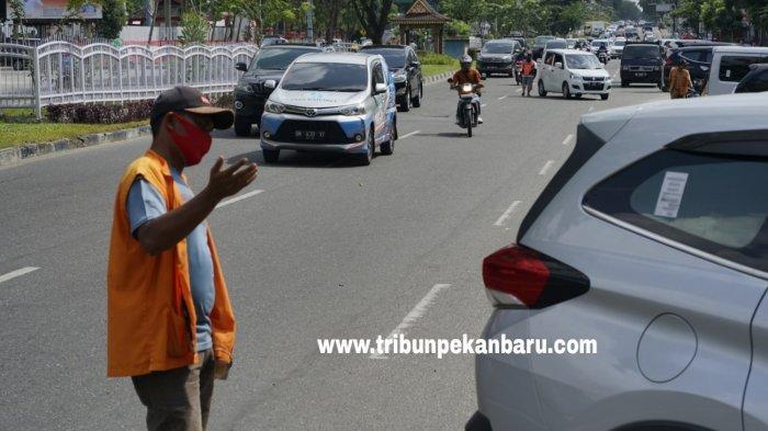 FOTO: Parkir di Tepi Jalan Pekanbaru akan Dikelola Swasta - foto_parkir_di_tepi_jalan_pekanbaru_akan_dikelola_swasta_2.jpg