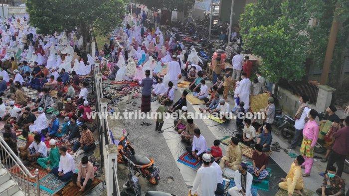 FOTO: Pelaksanaan Salat Idul Fitri 1442 H di Pekanbaru - foto_pelaksanaan_salat_idul_fitri_1442_h_di_pekanbaru_2.jpg