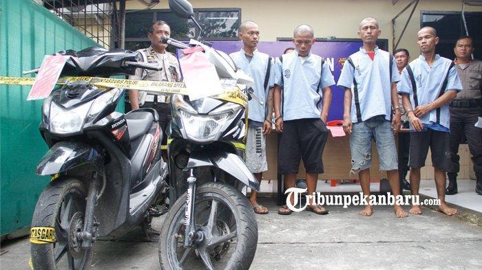 FOTO: Pelaku Curat 30 TKP dan Curanmor 8 TKP di Pekanbaru Berhasil Dibekuk - foto_pelaku_curat_30_tkp_dan_curanmor_8_tkp_di_pekanbaru_berhasil_dibekuk_3.jpg