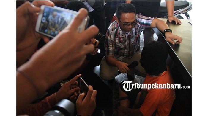FOTO: Pelaku Cabuli Anak SD di Sebuah WC SPBU di Pekanbaru - foto_pelaku_pencabulan_anak_sd_di_sebuah_wc_spbu_di_pekanbaru_3.jpg