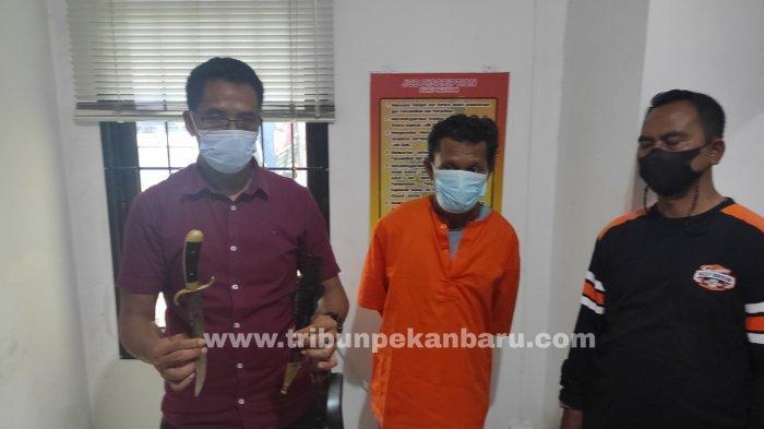 FOTO: Pelaku Penusukan Ditangkap Petugaa Polsek Sukajadi - foto_pelaku_penusukan_ditangkap_petugaa_polsek_sukajadi_1.jpg