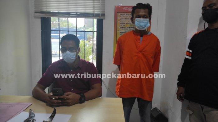 FOTO: Pelaku Penusukan Ditangkap Petugaa Polsek Sukajadi - foto_pelaku_penusukan_ditangkap_petugaa_polsek_sukajadi_2.jpg