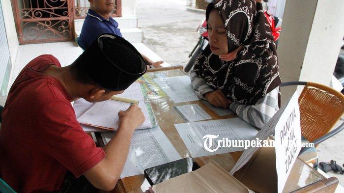 FOTO: Pembayaran Zakat Fitrah di Pekanbaru - foto_pembayaran_zakat_fitrah_di_pekanbaru_3.jpg