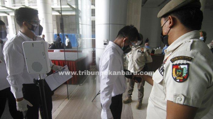 FOTO: Pemeriksaan Peserta Seleksi Calon ASN di Pekanbaru - foto_pemeriksaan_peserta_seleksi_calon_asn_di_pekanbaru_1.jpg