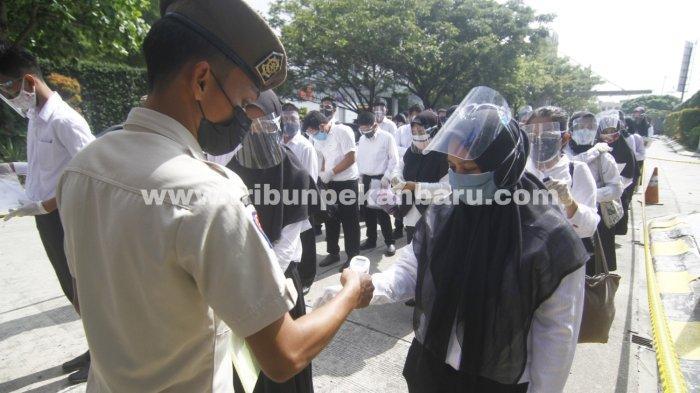 FOTO: Pemeriksaan Peserta Seleksi Calon ASN di Pekanbaru - foto_pemeriksaan_peserta_seleksi_calon_asn_di_pekanbaru_2.jpg