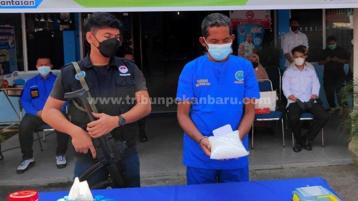 FOTO: Pemusnahan Barang Bukti 951 Gram Sabu di Kantor BNNP Riau - foto_pemusnahan_barang_bukti_951_gram_sabu_di_kantor_bnnp_riau_1.jpg