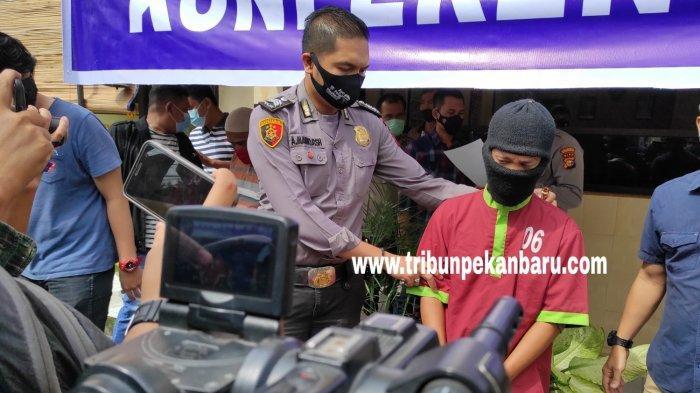 FOTO: Pencuri 6 Karung Cabe Kering di Pekanbaru Diringkus - foto_pencuri_6_karung_cabe_kering_di_pekanbaru_diringkus_2jpg.jpg