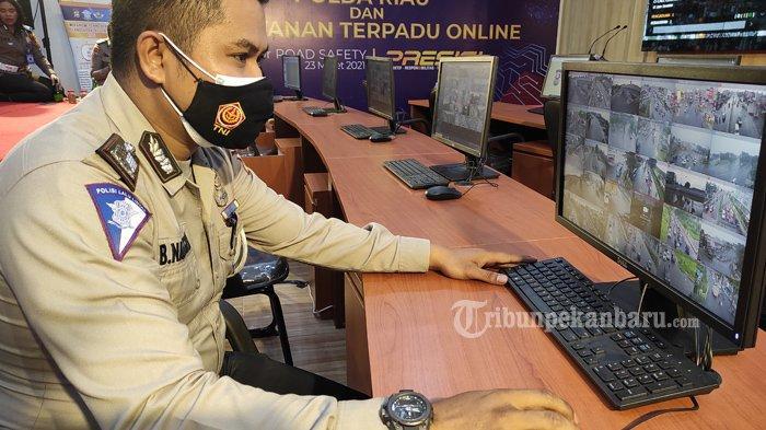 FOTO: Pemberlakuan Sistem Tilang Elektronik di Pekanbaru - foto_penerapan_sistem_tilang_elektronik_di_pekanbaru_2.jpg